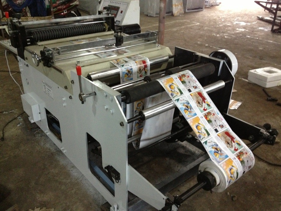 Cutting machine for paper